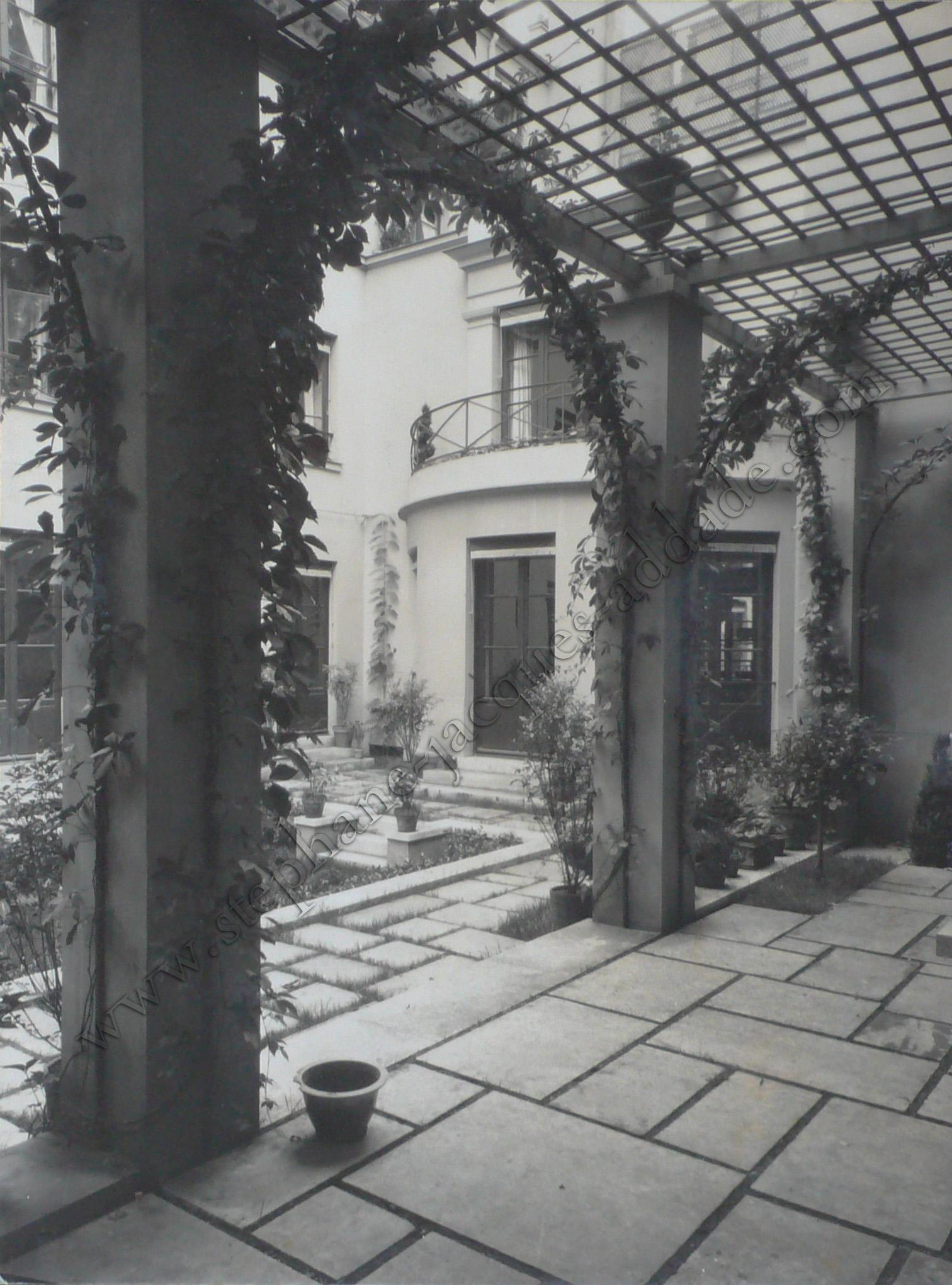James E. Abbe - La façade ouest vue de la pergola. 1927