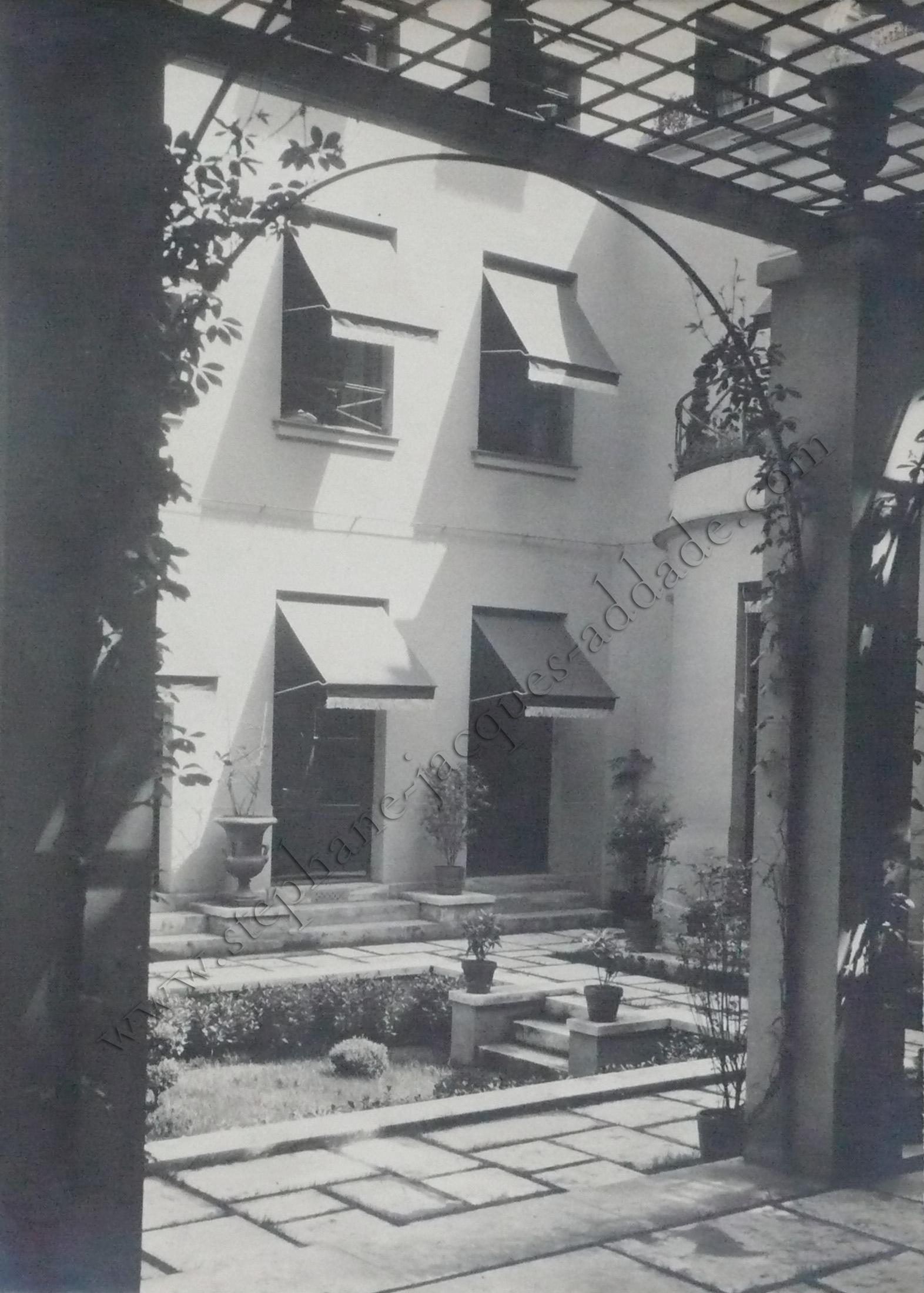 James E. Abbe -  La façade sud vue de la pergola. 1927